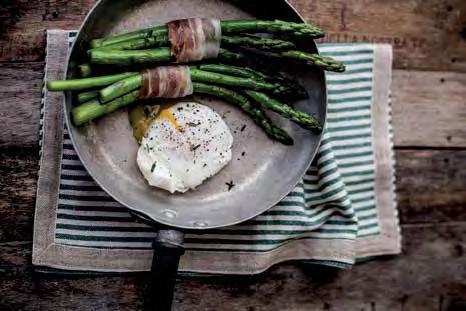 Oeufs pochés con asparagi e pancetta croccante