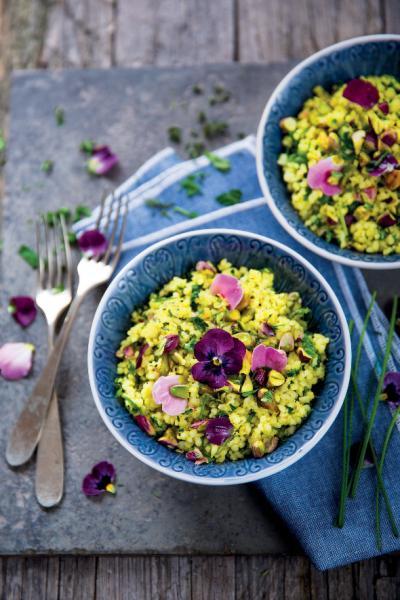 Taboulé alle erbe aromatiche, pistacchi e fiori