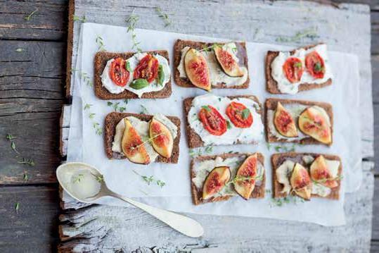 Tramezzini gorgonzola, fichi e pomodorini